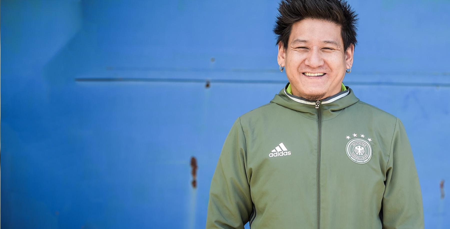 """Das Bild zeigt Teki Z., Teilnehmer am """"Entrepreneurship Training für Flüchtlinge und Asylsuchende"""" des IQ Teilprojektes Act!Now"""