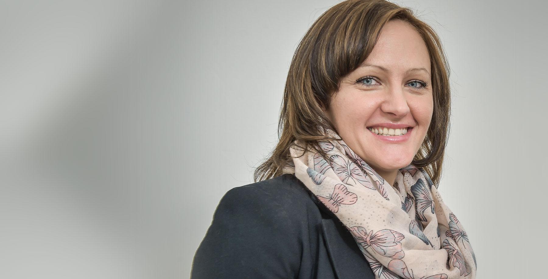 Das Bild zeigt Anna Tesznar-Dombrowski, IQ Teilprojekt der AWO Bielefeld zum Integrierten Fach- und Sprachlernen